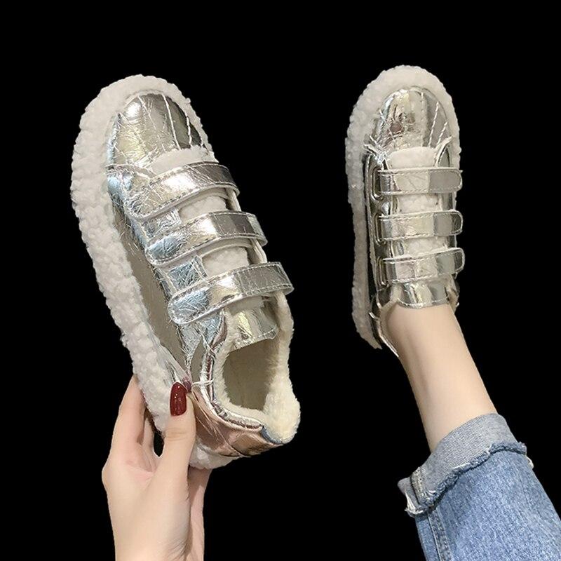 Net celebrity zapatos casuales de Velcro para mujeres zapatos de fondo grueso 2020 Otoño e Invierno nuevos zapatos de pelo de cordero zapatos de guisantes