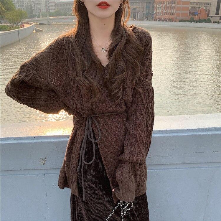 2021 New Women Loose All-Match Twist Slit Sweater+Gold Velvet Skirt Winter Fashion New Women V-Neck Knit Pullover With Belt