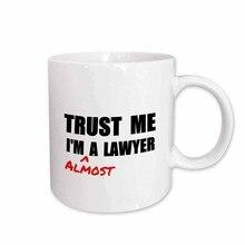 Croyez-moi Im presque un avocat amusant droit Humor drôle étudiant cadeau tasse en céramique, 11 onces
