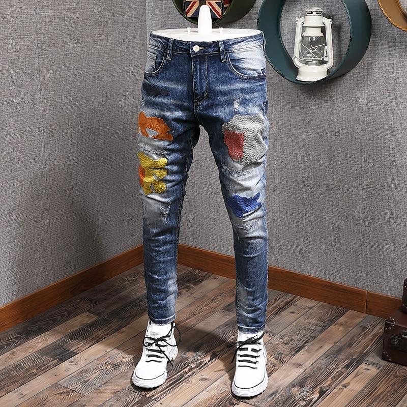 Мужские джинсы в стиле ретро, темно-синие зауженные рваные джинсы с вышивкой, дизайнерские брюки из денима в стиле хип-хоп, одежда для улицы