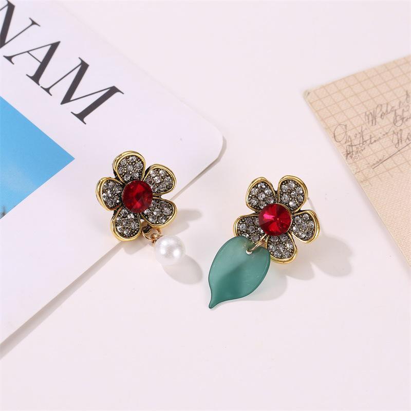 Nova moda cinco pétalas cheio de diamante temperamento assimétrico pérola retro flor brincos palácio folha antiga