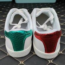 Haute qualité hommes abeille broderie petites chaussures blanches femmes nouvelle lumière classique sport chaussures De course hommes baskets Zapatos De Hombre