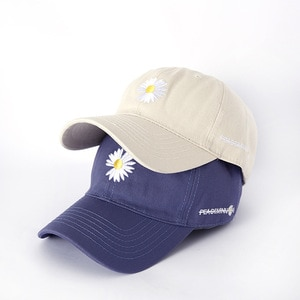 2020Women's new casual all-match daisy baseball cap male couple sun hat student all-match