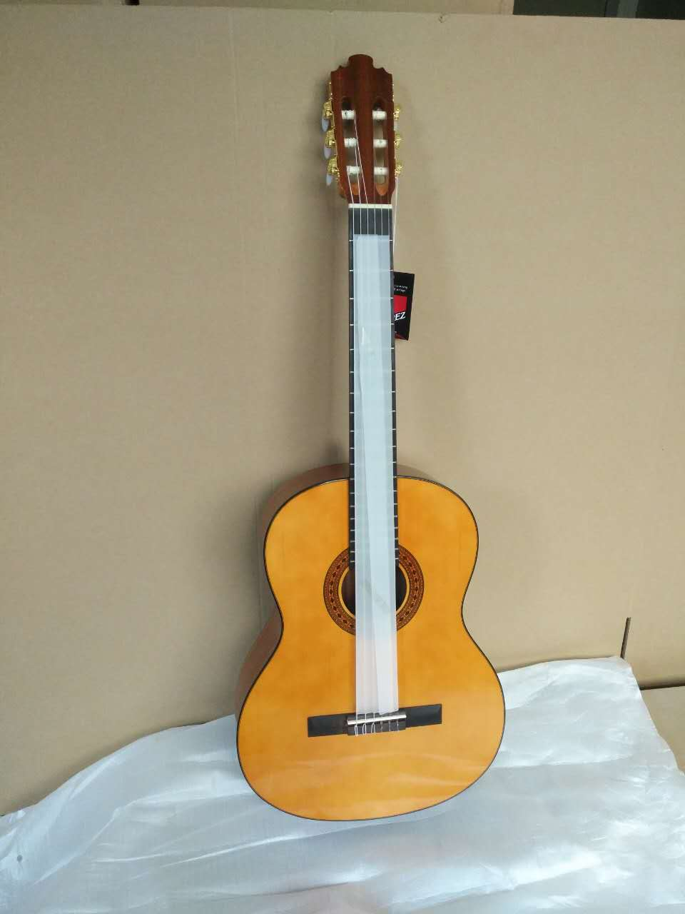 36 39 inch guitar ,Acoustic Classical Spanish guitars With Spruce Top/Mahogany Body,classical guitar with Nylon string enlarge