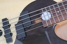 Bonne qualité noir et blanc couleur active 5 cordes guitare basse électrique érable blanc avec dessus en palissandre noir
