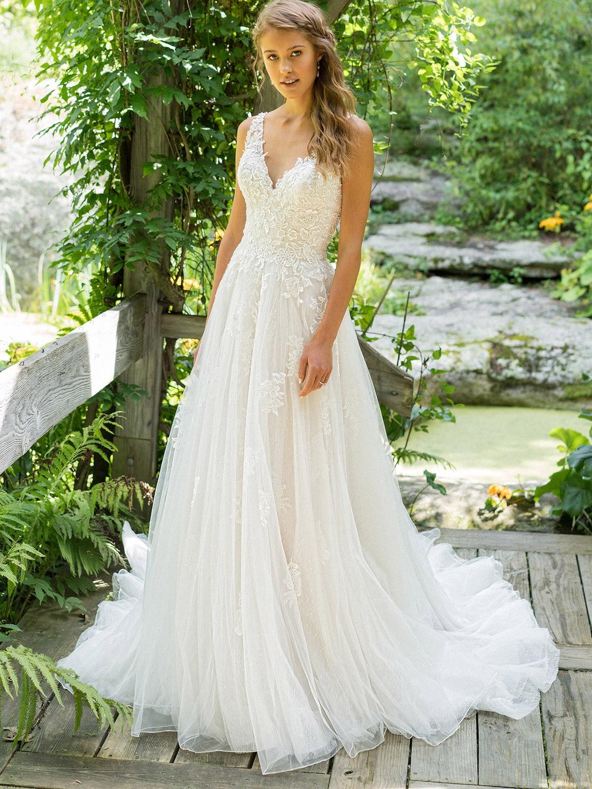 lace-v-neck-a-line-wedding-gown-with-straps-elegant-low-v-back-backless-tulle-custom-made-vintage-a-line-appliqued-bridal-dress