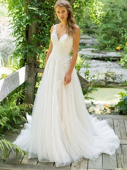 Lace V Neck A-Line Wedding Gown with Straps Elegant Low V-Back Backless Tulle Custom Made Vintage A Line Appliqued Bridal Dress