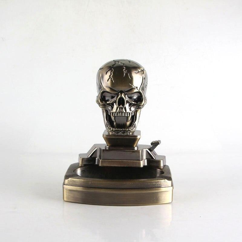 Nuevo tipo de resina Cenicero de metal modelo de cráneo Cenicero con encendedor de doble propósito cigarrillo Accesorios