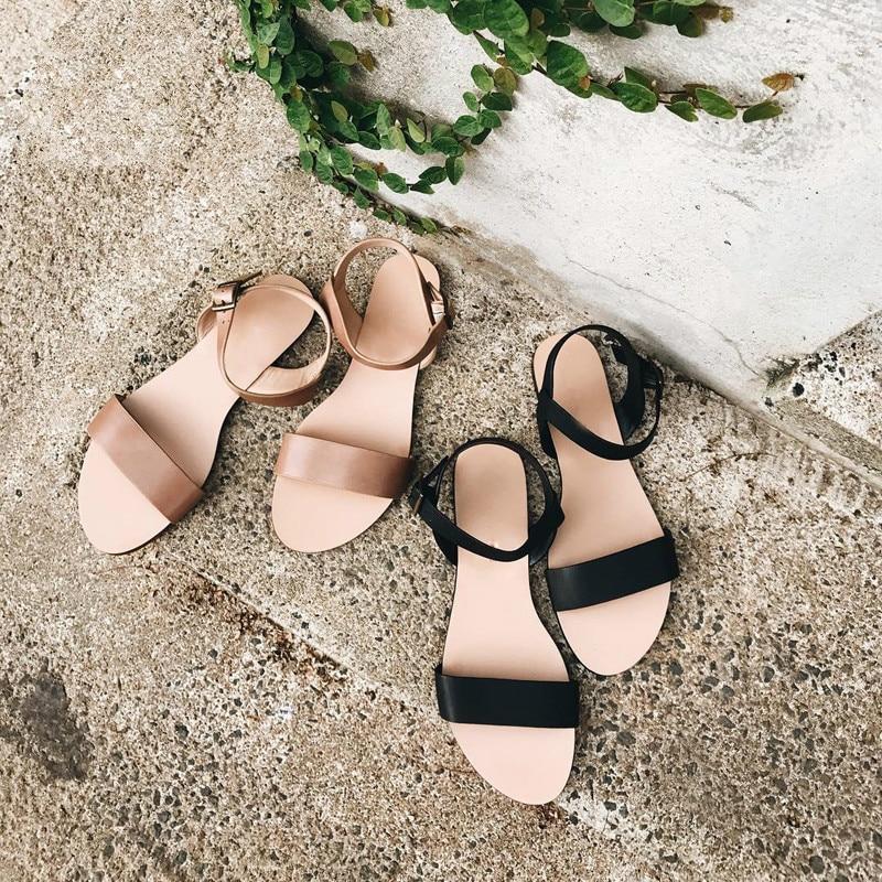 NAN JIU, Sandalias planas de verano para mujer, zapatos de playa con tachuelas y hebilla de Color brillante Simple de talla grande