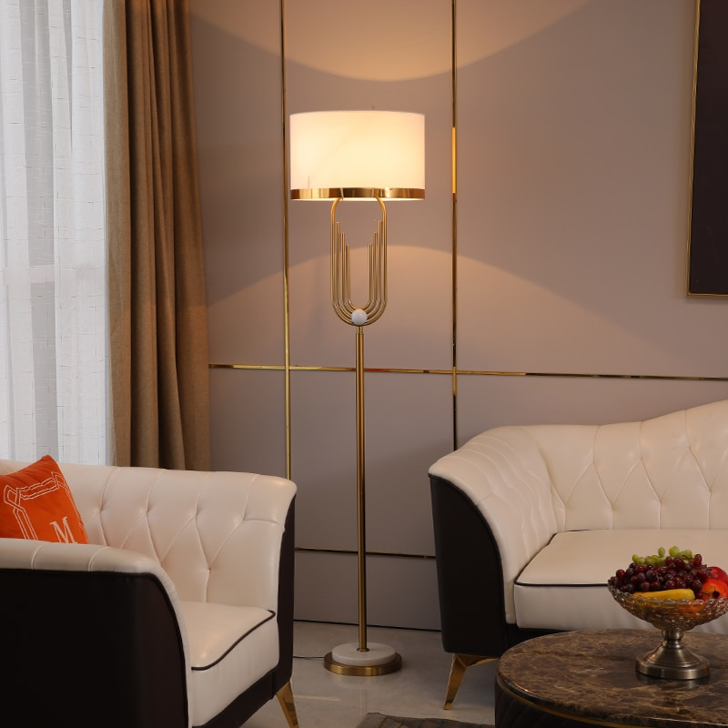 Lámpara de pie con forma de tubería curvada dorada moderna para sala...