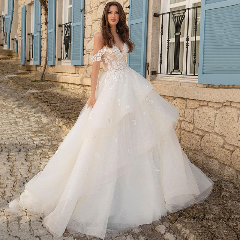 Princess Ball Gown Wedding Dresses Lace Vintage Bride Dress Cap Sleeve Hot Sell Tiered Skirt Korea Custom Made Wedding Gowns frilled sleeve brush stroke grid tiered dress