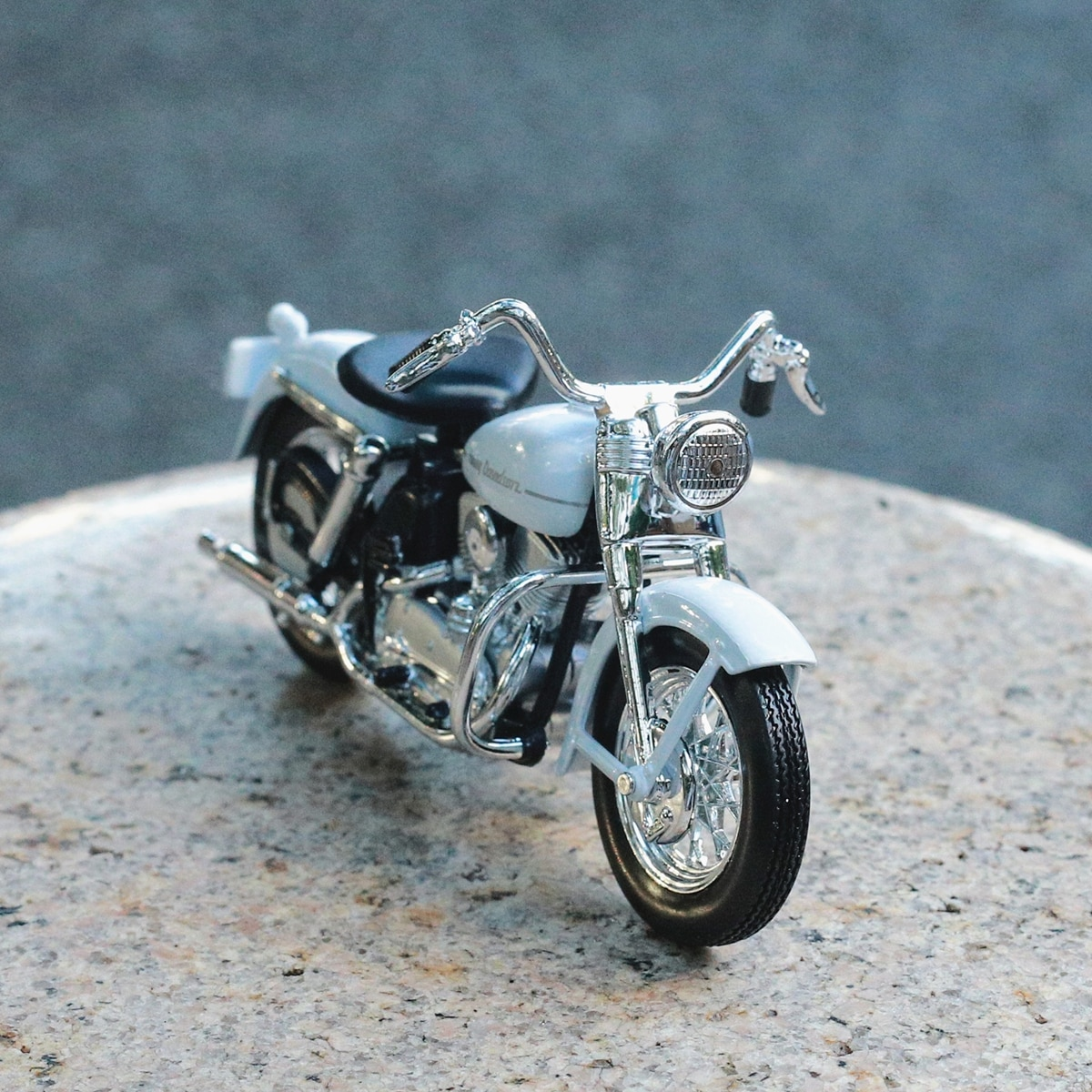 Maisto 1:18 Harley 1952 K Model Metal Motorcycle Diecast Bike Car Model Toy Collection Mini Moto Gift mini vintage metal toy motorcycle toys hot wheel safe cool diecast blue yellow red motorcycle model toys for kids collection
