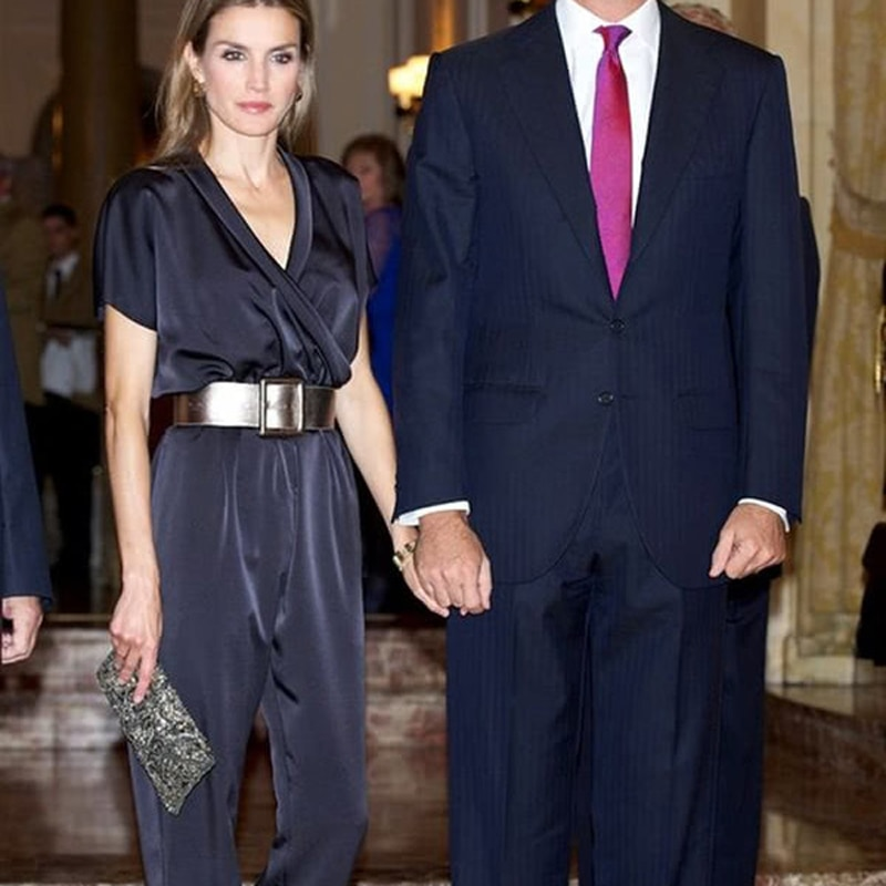 Queen Letizia Sexy V-Neck Sleeveless Belt Tops Elegant Temperament Slim Slim Pants Women Two-Piece Set High Quality New