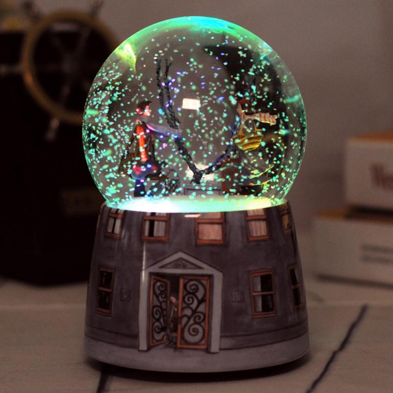 Caja de música de resina bola de cristal bola de nieve luces de cristal música lentejuelas artesanías con copos de nieve decoración de escritorio del hogar regalo del Día de San Valentín