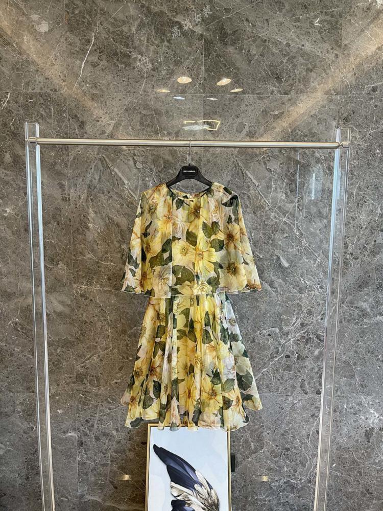فستان صيفي من الحرير الأصفر ، طباعة شعار الأزهار ، رقبة مستديرة ، ماركة مشهورة ، منتج عالي الجودة ، مجموعة جديدة 2021