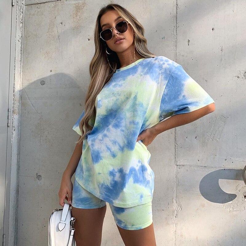 Nuevo conjunto de pantalones cortos de camiseta casual holgados de color tie-dye para mujer