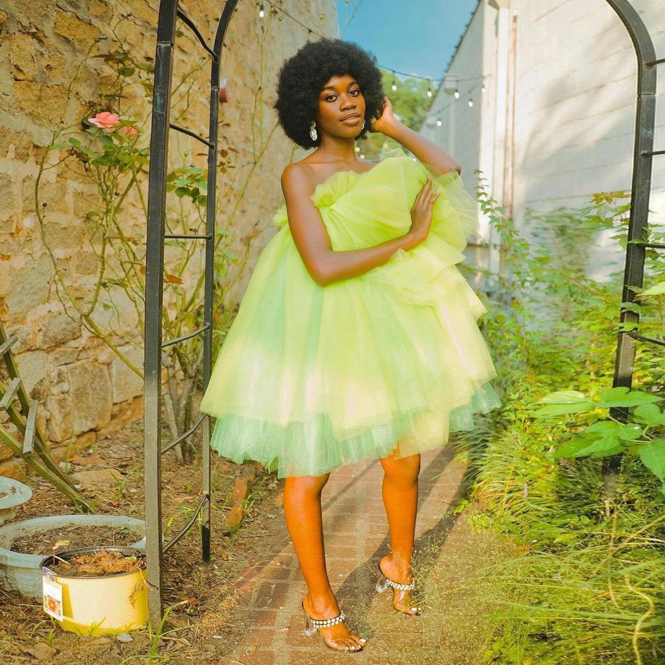 أخضر فاتح بسيط فستان نسائي أنيق بدون حمالات تول كشكش الطبقات طول الركبة فستان سهرة حجم كبير التصوير حجم كبير