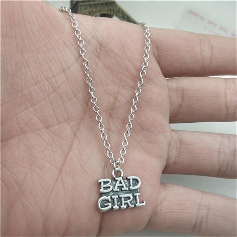 Bad Girl Simple Charm creativo collar de cadena mujeres colgantes accesorio de joyería de moda, amigo regalos collar