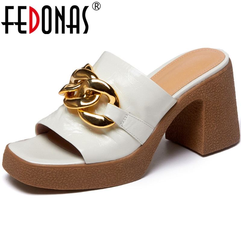 FEDONAS خمر جلد طبيعي الإناث النعال 2021 الصيف المعادن الديكور صندل كعب عالٍ للنساء أحذية الحفلات امرأة