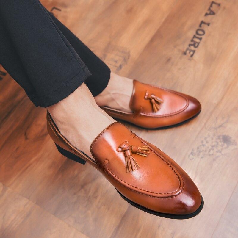 Zapatos de vestir de negocios de alta calidad, mocasines de cuero para hombres, zapatos de moda con borla, zapatos deslizantes, mocasín para hombres, zapatos para hombre