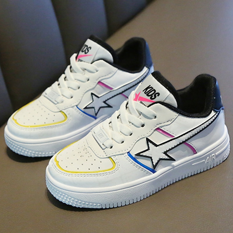 2020 ربيع جديد الرجال والنساء الأطفال حذاء كاجوال بنعل مسطح تنفس الفتيان والفتيات حذاء أبيض أحذية تزلج الكورية عادية