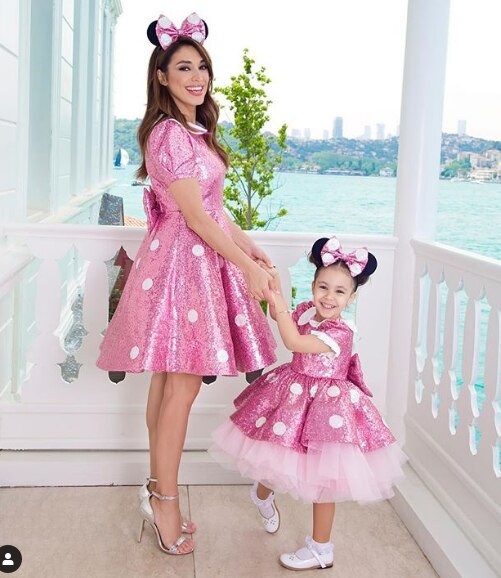 Pink Sequin Mother Daughter Dresses Knee Length Girls Birthday Party Dresses Short Sleeve Celebration Dresses Pink Prom Gowns
