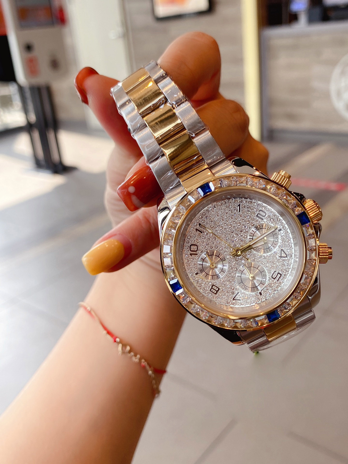 Hot-selling European and American famous brand luxury ladies watch cocktail party dressing quartz movement ladies watch enlarge