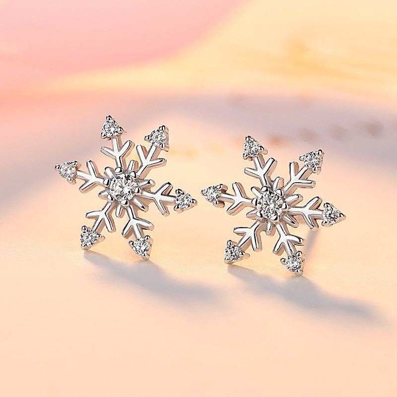 New style 925 silver snowflake earrings for women European and American Christmas new