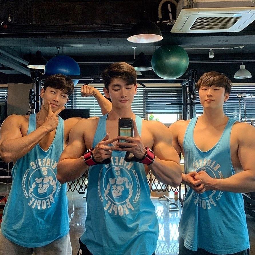 2019 Gyms camisetas sin mangas Chaleco de algodón elástico para hombres camiseta sin mangas con cuello redondo para gimnasios camisas musculosas para hombres