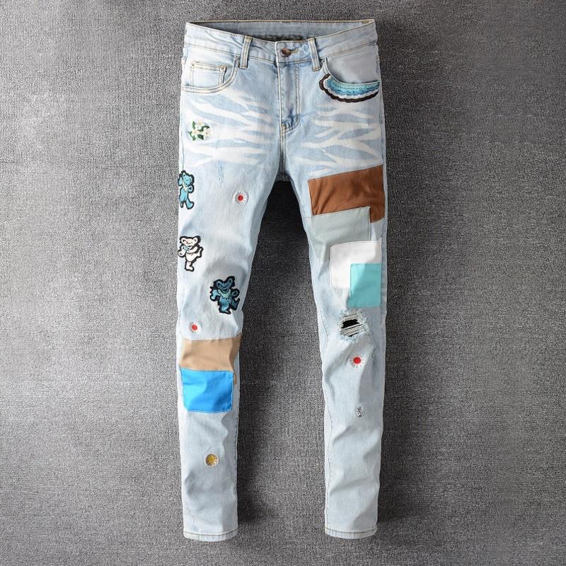 Мужские летние джинсы, мужские лоскутные хип-хоп с вышивкой медведя, светлые синие джинсы, уличная одежда, рваные эластичные джинсы скинни с...