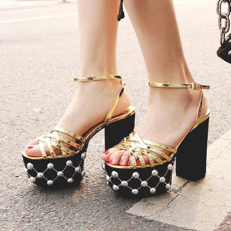 Richeini-صندل نسائي بنعل سميك من المايكروفايبر ، حذاء نسائي بكعب سميك وعالي ، تصميم معدني ، مقاس كبير 34-41
