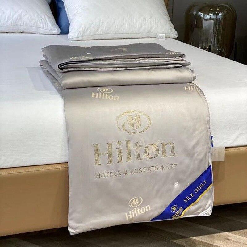 2021 هيلتون لحاف من الحرير فندق عارية النوم مكيف الهواء لحاف الجلد ودية الصيف كول غسلها لحاف صيفي هدية لحاف
