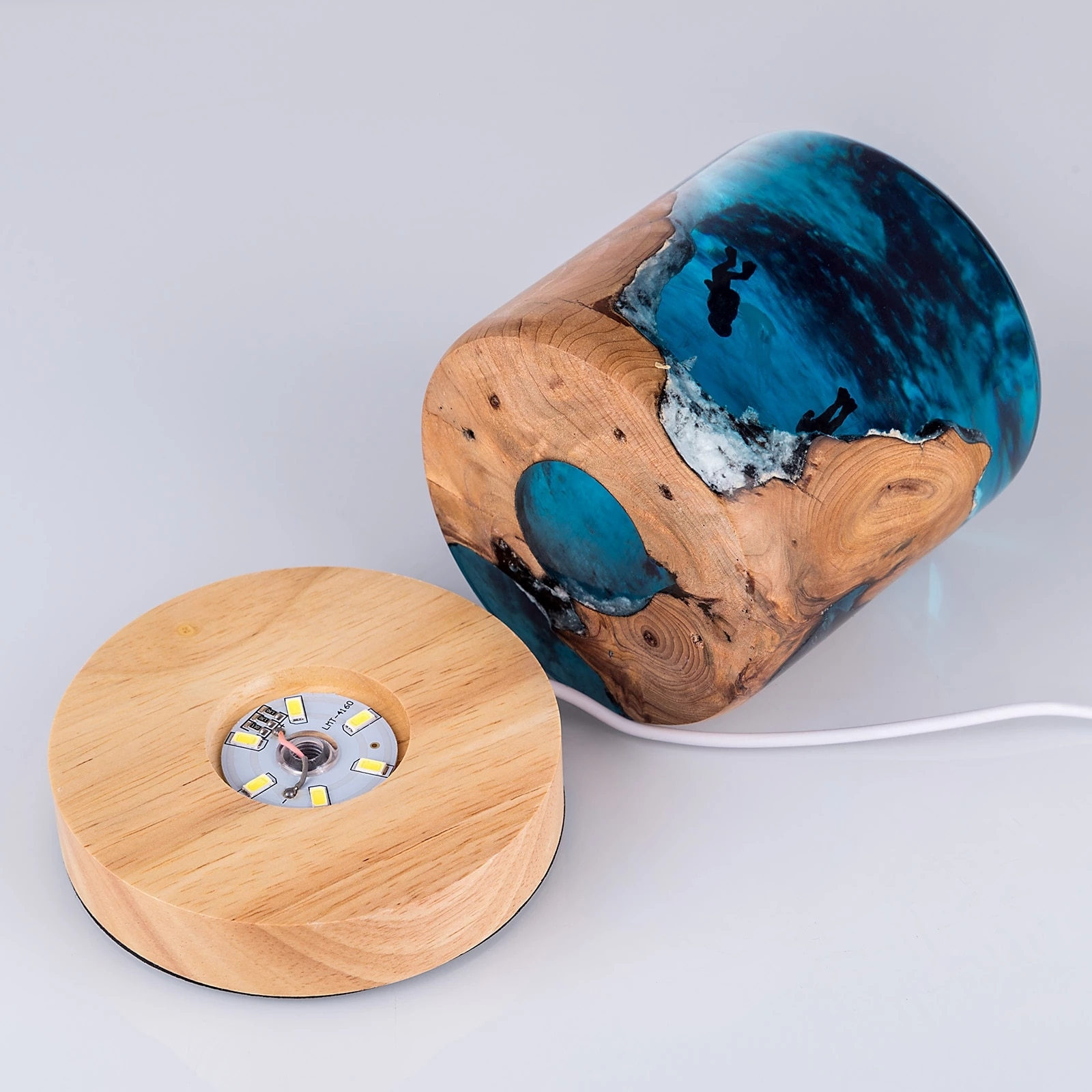Epoxy resin home furnishings marine divers humpback whale logs handmade car accessories birthday creative gifts enlarge