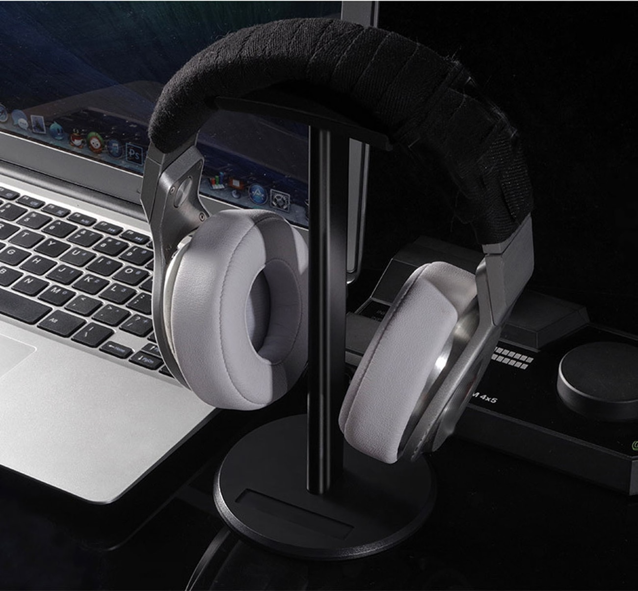 Headphone holder, detachable aluminum alloy holder, suitable for AirPods max headphone holder enlarge