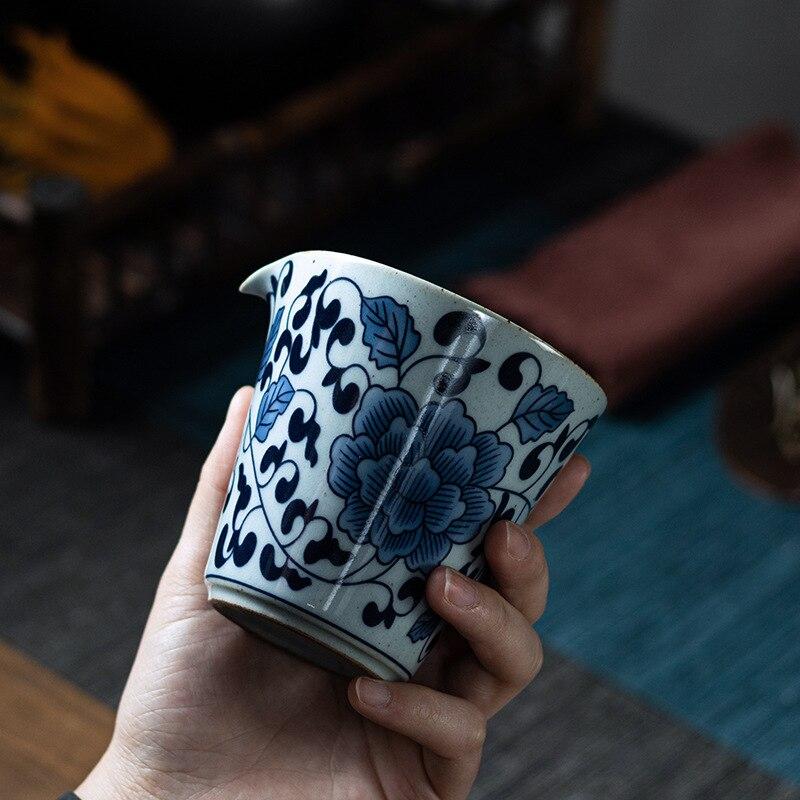 جينغدتشن الأزرق والأبيض الخزف مع إبريق اليدوية الرجعية شاي سيراميك إبريق معرض كأس براد شاي الشاي إينفوسير تشاهاي