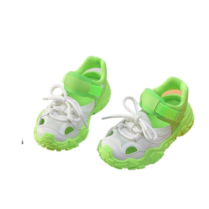 جديد صنادل أطفال لون الحلوى الأطفال كبيرة الفتيان الصنادل الرياضية عدم الانزلاق الاطفال تنفس أحذية رياضية للصيف SGF137