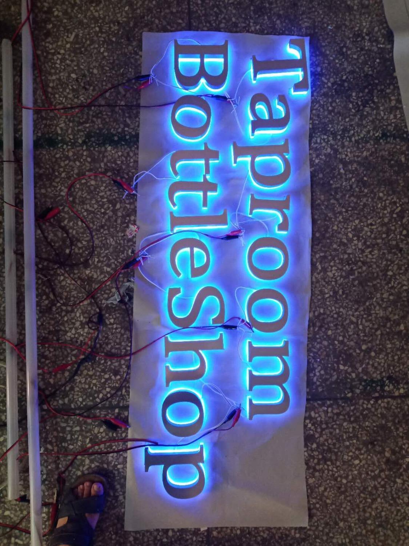 في الهواء الطلق مضيئة الخلفية شعار مضاءة إضاءة ليد للافتات الإعلانات لمتجر الباب الخاص بك رئيس مساعدة عملك بسرعة
