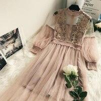 Платье с кружевом и рукавами-фонариками