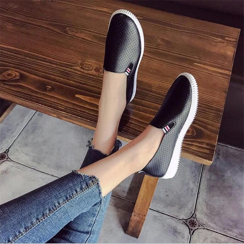 أحذية نسائية 2021 جديد جوفاء طالب حذا فردي للسيدات النسخة الكورية من مسطحة القاع تنفس كسول قدم واحدة الإناث حذاء أبيض