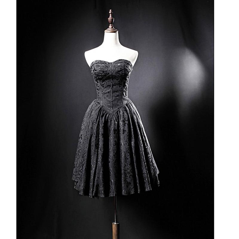 فستان حفلات الكوكتيل باللون الأسود من الدانتيل موديل 2020