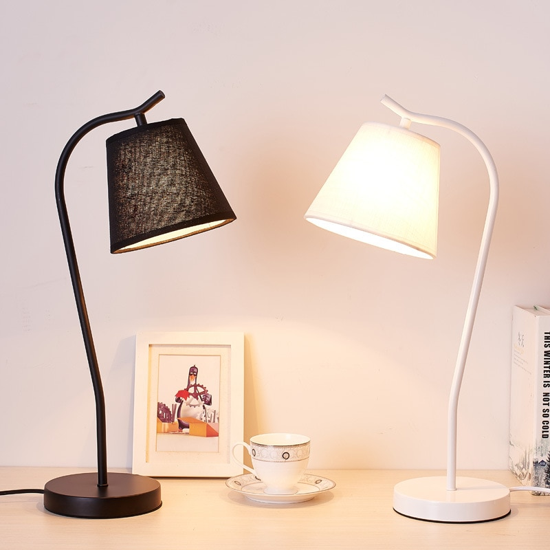 Lámparas de Mesa simples modernas de pie Luz de escritorio sala de estar dormitorio cama lámpara LED luminaria nórdica Loft Industrial decoración del hogar