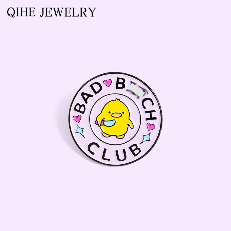 Bad Chick esmalte Pin redondo amarillo pollo asesino cuchillo Animal Club broche personalizado para Mujeres Hombres bolsa insignia para ropa Pin al por mayor
