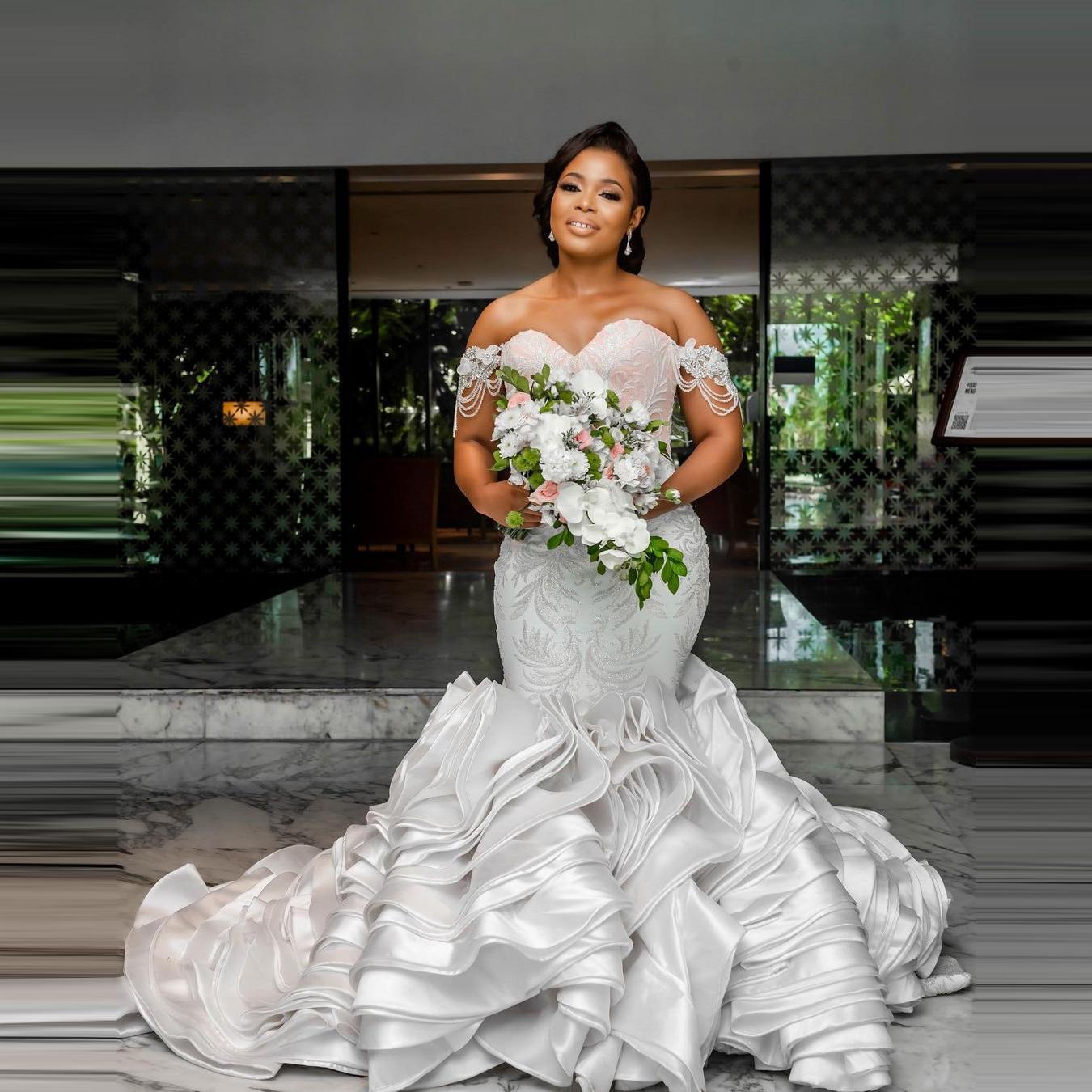 فستان زفاف فاخر بمقاسات كبيرة فستان زفاف على شكل قلب مزود بشراشيب وكشكشة وخرزات فستان زفاف للسيدات