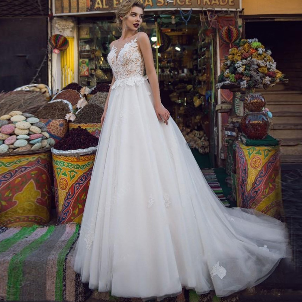 Review Charming Sleeveless Wedding Dress Tulle O-Neck Lace Appliques Buttons Back Court Train Bridal Gowns 2021 Vestido De Noiva