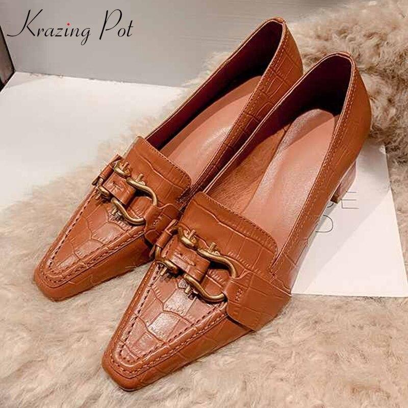 Krazing pot impressão de couro genuíno moda vintage mocassins sapatos decorações metal deslizamento no dedo do pé quadrado salto alto bombas femininas l56