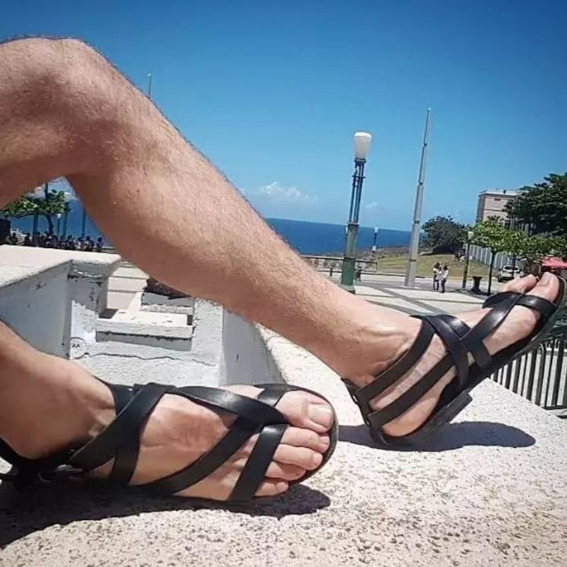 2021 جديد الرجال الموضة تنوعا حذاء مسطح الاتجاه الرومانية أحذية الشاطئ أحذية لينة وحيد مريحة عدم الانزلاق صندل مسطح KA358