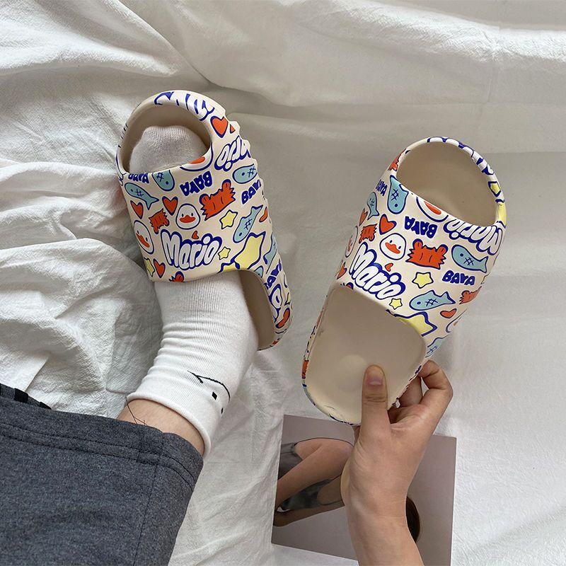 WEH 2020 marque de luxe Diapositives Hommes Chaussures Pantoufles D'intérieur pantoufles Graffiti Décontracté Plage Pantoufle EVA Qualité Dessin Animé Chaussures