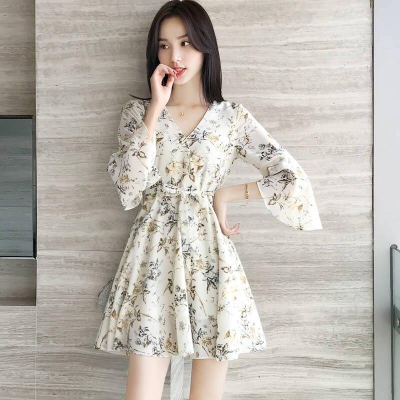 Chiffon Dress 2021 summer new small flower French minority V-neck A-type slim super fairy skirt
