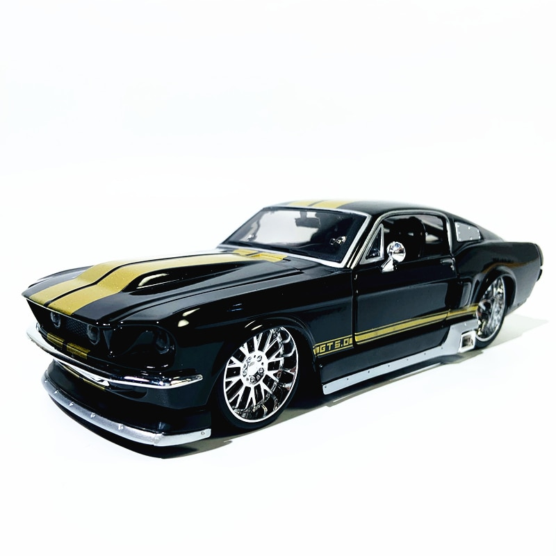 Maisto 1:24 1967 Ford Mustang GT Modified version Highly-detailed die-cast precision model car Model collection gift