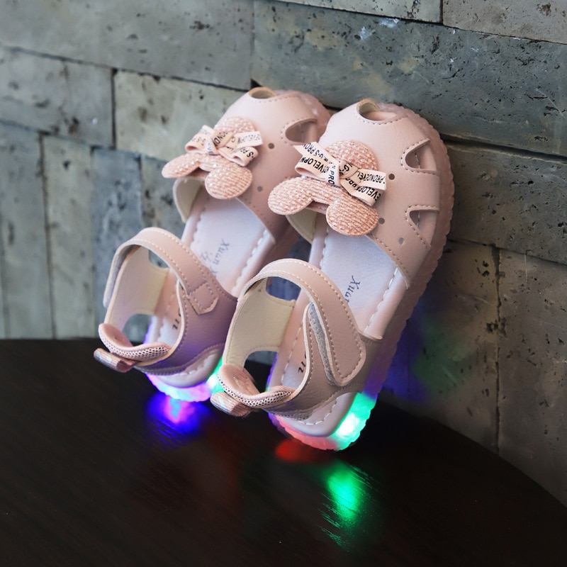 Модные летние пляжные сандалии с подсветкой для детей Повседневная Удобная пляжная обувь на плоской подошве с бантиком для девочек